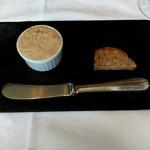 ラ・ブランシュ - いつもの豚さんのリエットとパン・ド・カンパーニュ