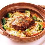 十六雑穀米オムライス&炭焼きハンバーグ専門店 おむらいす亭 - デミグラスハンバーグの土鍋ドリア