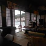八十八庵 - 室内からも、桜が見えます 2017.4