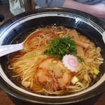 麺舞 龍e - 本丸しょうゆしっかりした旨味とちょっぴりあまさのあるラーメン