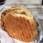 フェルメール - カレーパン チーズ入り  ¥230