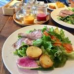 24/7 restaurant - いろいろドレッシングで食べるサラダプレート