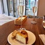 24/7 restaurant - ビュッフェのパンとドリンク