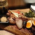 煙 燻製バル トリベーネ - 前菜盛り合わせ(*^^*)けっこう大きいねんで(*^^*)