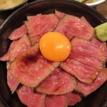 Akamiya COWSI - 熟成肉のローストビーフ丼1,800円。