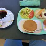 喫茶は~と - 料理写真:ブレンドコーヒーとモーニングサービス