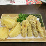 隠れ岩松 - ジャガイモもゴボウの天ぷら