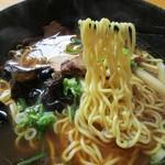 らあめん かんざん - 低加水率の中細縮れ The 旭川麺