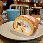 Drip-X-Cafe - フルーツロールケーキとブレンドコーヒー