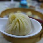 上海華都小吃點心城 - 料理写真:薄皮、おつゆタブタブ、本格小籠包、たったのTWD80!