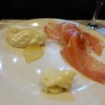 山猫軒 - 生ハムメロンとチーズ盛り合わせ