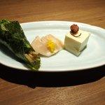 Grill&Wine TOSAKA - 桜のコース 3510円 の自家製桜豆腐、豚肉の桜〆、菜の花の小さな手巻き寿司
