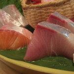 漁師の宴 - ブリ、サーモン、タイ