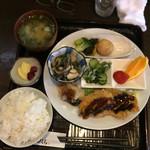 うしろ一汁二菜 - 日替り定食(かつおのフライ)880円税込
