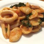 Piccolo ristorante CIBO SANO - 肉厚なパスタはモチモチとした歯応え。トマトもまろみを帯びて軽いアンチョビの風味がまとめ上げる。