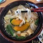 ファームキッチン味菜 - 料理写真:ほうとう(漬物付/900円)♪ ほうとうは具沢山で地元産の野菜や甲州信玄豚が入った冬期間限定メニューだって。熱々で美味しい!