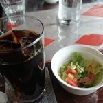 石窯カフェ ヤマト - セットのドリンク&サラダ