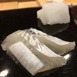 日本橋蛎殻町 すぎた - 熊本の障泥烏賊は生姜醤油で、富津真子鰈は山葵醬油で