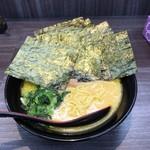 横浜家系ラーメン 戦国家 - 料理写真: