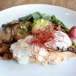 タンガテーブル - サーモンの紫蘇白味噌西京焼き大根のステーキ添え
