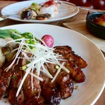 タンガテーブル - 豚肩ロースの胡麻甜麺味噌付焼き 里芋のコンフィ添え