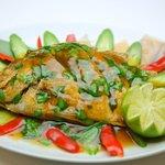 マカオ料理&アジアン居酒屋 ラザロ - ニョニャフィッシュ(姿魚の唐揚げ)です!マレーシア料理