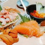 地魚酒場 魚八商店 - 北海盛り。全体的に橙色やな。