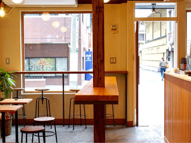ユニゾン・テイラー・コーヒー・アンド・ビール - カウンター席、テーブル席
