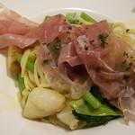 炭火イタリアンバル アズーロゴーニゼロ - 旬野菜のペペロンチーノ980円