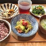 鹿屋アスリート食堂 - 一汁一飯三主菜の定食