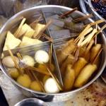 やまちゃん - おでん鍋もセルフ方式。