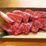 和牛焼肉 Beef Factory73 - 和牛上カルビ780円+税と ハラミ880円+税