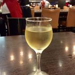 スパゲティハウス チャオ - 「グラスワイン(白)」(310円)。