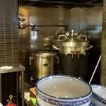 麺や 佐市 - 圧力釜