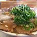 神戸ラーメン 第一旭 - 料理写真:Bラーメン、チャーシュー・ネギたっぷりです(2017.4.21)