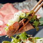 焼肉の龍園 - 牛タンのチョレギ巻