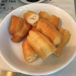 新加坡肉骨茶 - 油条という揚げパン。
