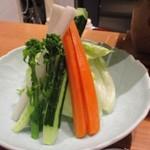 とりやき八 - 野菜の盛り合わせはステック風になって提供されました。