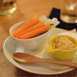 ローストチキン&ハイボール Bistroぴぐぷらす - 燻製マヨネーズの野菜スティック@525円
