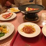 ラ・スイートパスタ - ピザも種類豊富。熱々で食べられます。