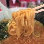 ラーメン山岡家 - 味噌ラーメン、食べ応えのある太麺