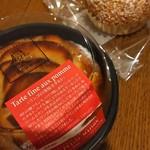 ラ・プティ・メゾン  - リンゴの薄焼タルトとシュークリーム