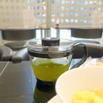 しずく shizuku 429 - たまご白玉ぞうにモーニング(500円)につく抹茶入り玄米茶ポットサービス
