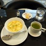 しずく shizuku 429 - たまご白玉ぞうにモーニング(500円)抹茶入り玄米茶とおまけ菓子サービス