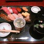 華屋与兵衛 - お寿司