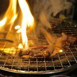 焼ジビエ 罠 - こちらは脂が全体的に乗っていることもあって、焼いている最中は常ぬ何処かでファイヤーしていたのが印象的です。