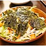 赤い壺 - 韓国のりと大根のパリパリサラダ 880円 少し豆板醤が絡まったピリ辛大根サラダです。