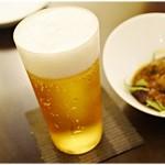 赤い壺 - 生ビール 650円。 少ない…