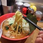 65869046 - ヤバイラーメン、麺リフトアップ。