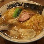 松波ラーメン店 - ワンタン麺